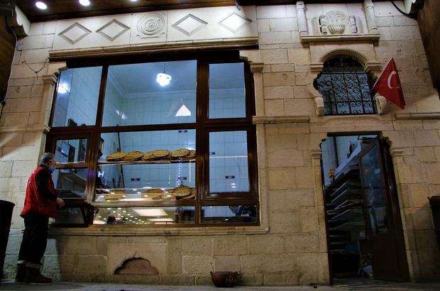 Asırlık fırın, sadece Elazığ'a özgü 'yağlı' ve 'peynirli' ekmek üretiyor Elazığ'da Kapalı Çarşı'da bulunan ve 1928 yılında Ermeniler tarafından yapılan, ilerleyen süreçte şu anki işletmecisine geçen 93 yıllık fırında sadece kente özgü ekmek üretiliyor
