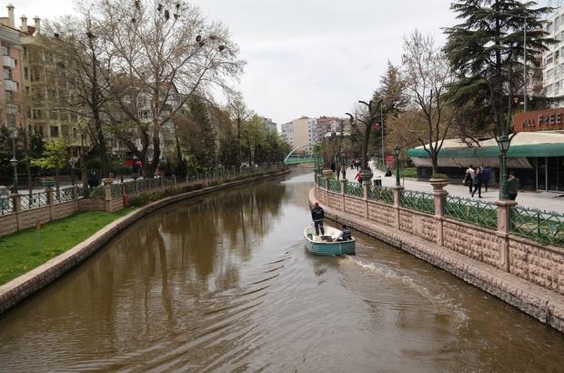 Eskişehir'de renkli bahar manzaraları Parklar, cadde ve sokaklar sıcakla birlikte şenlendi