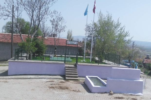 Gündüz Alp'in türbesindeki revizyon ve güzelleştirilme çalışmaları tamamlandı Türbedeki iki bayrak direğine Türk ve Kayı bayrakları çekildi
