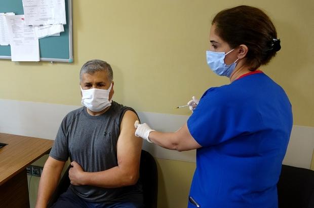 """Dr. Demir: """"Aşı hastalıkla savaşmanın en kolay yöntemi"""" """"Günde ortalama bin kişiyi aşılıyoruz"""""""