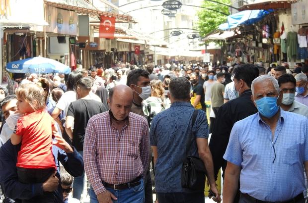 Gaziantep'te yasak öncesi korkutan görüntü Yasağa saatler kala Gaziantepliler çarşılara akın etti
