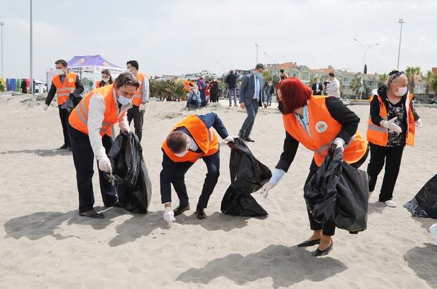 Başkan Deveci ile gönüllülerden sahil temizliği