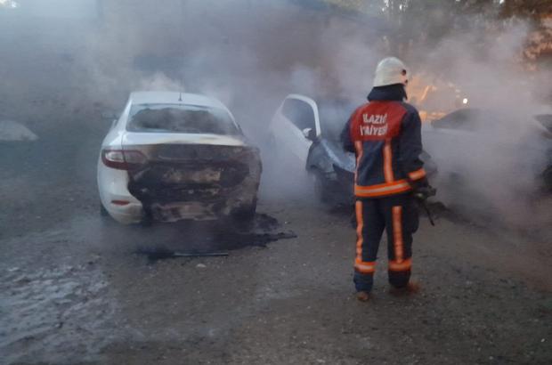 Elazığ'da park halindeki 3 araç yandı