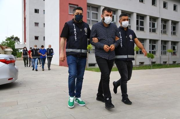 """Avukatı vuran zanlıdan """"dolandırıldım"""" iddiası Adana'da avukatı yol ortasında vuran zanlı ile ona yardım eden iki kişi yakalandı Zanlının ifadesinde """"Dolandırıldığım için avukatı vurdum"""" dediği öğrenildi"""