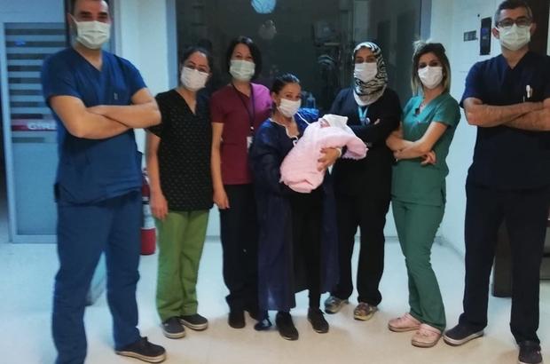 770 gram olarak dünyaya gelen bebek, 2 ay sonra ailesine kavuştu