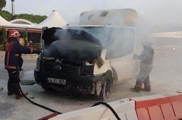 TEM'de seyir halindeki kamyonet alev aldı Yangın itfaiye ekiplerince söndürüldü