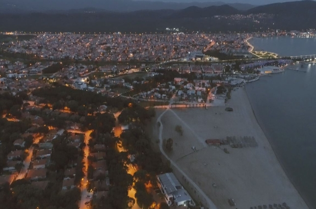 Tam kapanmanın ilk saatlerine sahiller böyle görüntülendi Kuzey Ege'nin sessiz sahilleri havadan görüntülendi Turistik plajlar tam kapanmanın ilk saatlerinde sessizliğe büründü