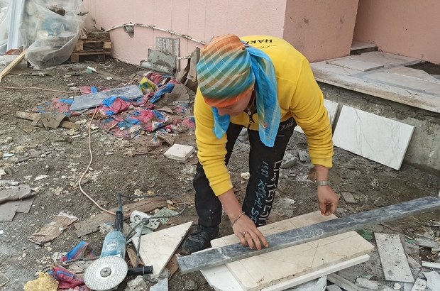 Mermer işçiliğinin, 'Yaşariye' ustası oldu Dünyanın en sert taşlarından olan mermere kadın eli