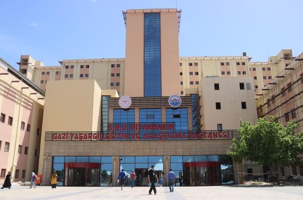 """Diyarbakır'da 45-65 yaş arası korona hastalarında artış Gazi Yaşargil Eğitim ve Araştırma Hastanesi Başhekimi Dr. Öğr. Görevlisi Muhammet Asena: """"Servis sayısı arttı, servis ve yoğun bakımda yatan hasta sayımız 100 civarı"""" """"Sağlık sadece bizimle bitmiyor. Sağlık, biyopsikososyal tam bir iyilik hali"""" """"Sabah 08.00'da başlamak üzere, saat 24.00'a kadar aşı alanımız faal"""""""