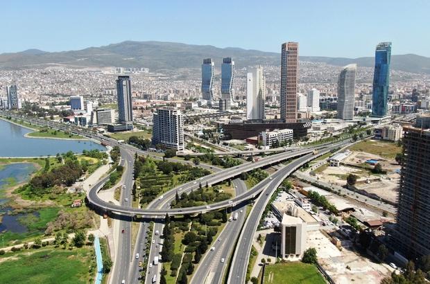 İzmir caddeleri tam kapanmada sakin kaldı İzmir'de sabah saatlerindeki yoğunluk yerini sakinliğe bıraktı