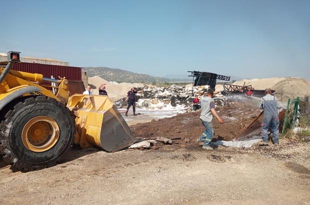 Tutuşan asfalt malzemelerini itfaiye söndürdü