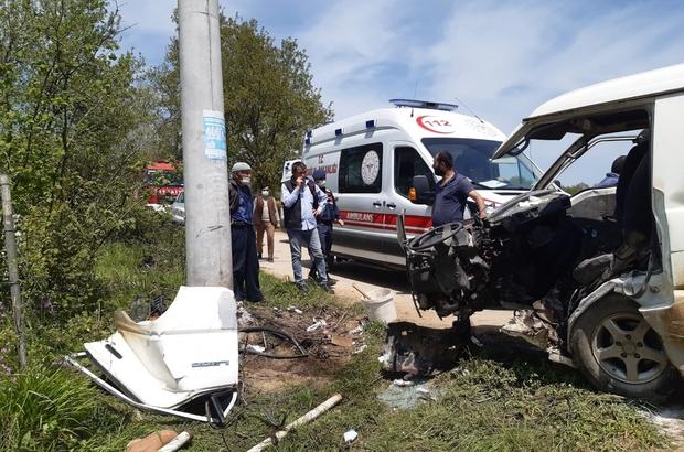 Kocaeli'de minibüs elektrik direğine çarptı: 5 yaralı