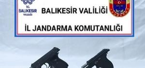Balıkesir'de jandarmadan 14 aranan şahsa gözaltı