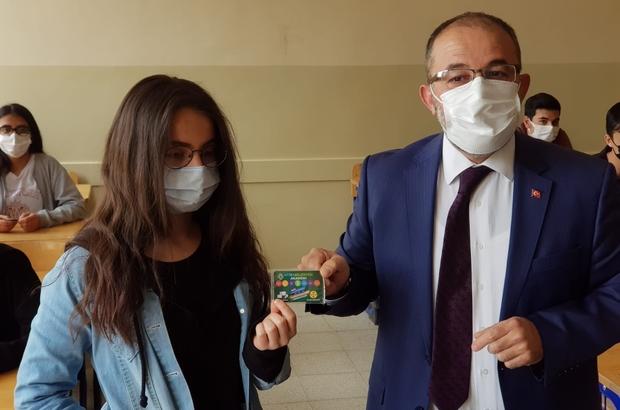 Afşin Belediyesinden öğrencilere eğitim desteği Afşin Belediye Başkanı Mehmet Fatih Güven üniversite sınavına hazırlanan bin 300 öğrenciye 'Afşin Belediyesi Akademi' kartı dağıttı