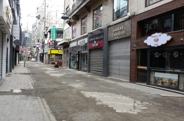 """Tam kapanmayla birlikte Vali Ustaoğlu Trabzon için umutlu konuştu Trabzon Valisi İsmail Ustaoğlu: """"Şu an Karadeniz'de vaka sayılarında Artvin'den sonra en düşük il biziz"""" """"Bu düşüş devam eder arzusu içerisindeyiz"""" """"Dışarıdan şehrimize gelen vatandaşlarımız 'Komşuma iftara gideyim, ailemizle akrabalarımızla bir araya geleyim' gibi bir oluşumlardan uzak dursun"""""""