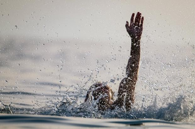 DSİ Genel Müdürü Yıldız'dan boğulmalara karşı uyarı Devlet Su İşleri (DSİ) Genel Müdürü Kaya Yıldız, yaklaşan yaz sezonu nedeniyle su yapılarındaki boğulma tehlikesine karşı uyarı yaptı.