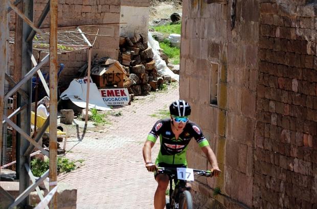 Koramaz Vadisi'nde Uluslararası Dağ Bisikleti Yarışları yapıldı 11 ülkeden 40 sporcu Koramaz Vadisi'nde pedal çevirdi