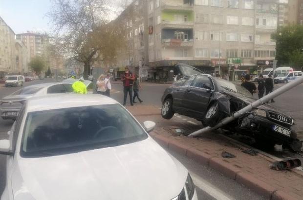 Kayseri'de 3 kişinin yaralandığı feci kaza güvenlik kamerasında