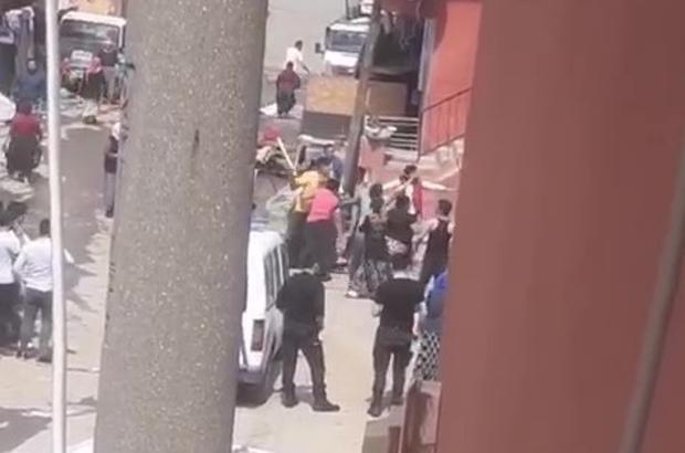 Sopasını kapan kavgaya koştu Taşlı, sopalı kavgada polis, öfkeli kalabalığı güçlükle ayırabildi