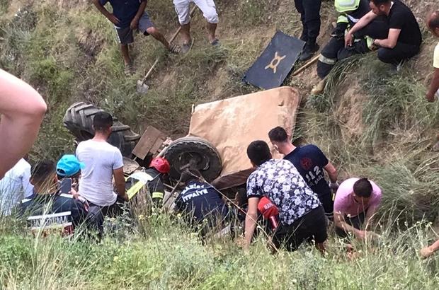 Traktörüyle uçuruma yuvarlanan çiftçiyi itfaiye ekipleri kurtardı