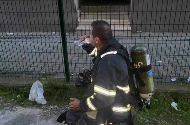 İtfaiye ekipleri bir yandan yangını söndürdü, bir yandan orucunu açtı