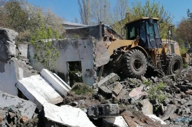 Kars'ta metruk binalar yıkılıyor - Kars Haberleri