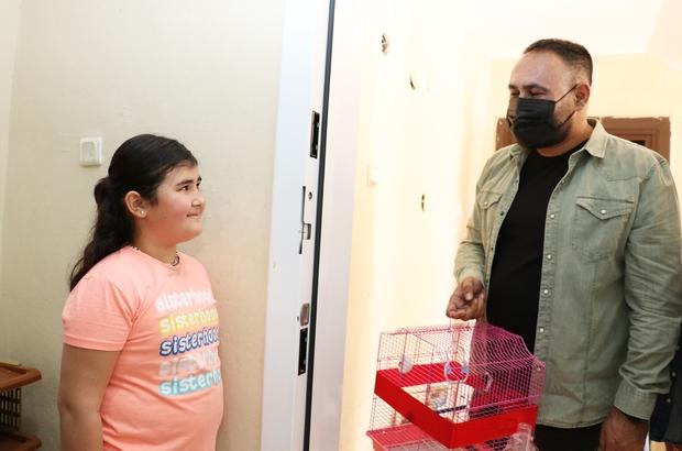 Muhabbet kuşu kaçan küçük Melisa'ya belediye başkanından sürpriz