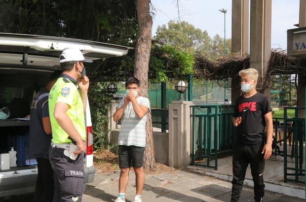 (Özel) 187 kilometrelik 'sigara alma' yalanı polise takıldı Sigara almak için çıktıklarını söyleyen gençlerin ikametlerinin 187 kilometre uzaktaki Kaş ilçesinde olduğu ortaya  çıktı Bindikleri araçtan indiler, yine de ceza yemekten kaçamadılar Antalya'da kontrol noktasına 150 metre kala araçtan inen geçlerin sigara yalanı tutmadı Her iki gence kısıtlamayı ihlalden 6 bin 300 TL cezai işlem uygulandı