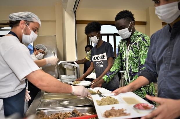 70 ülkeden öğrenciler, aynı sofrada buluşuyor Başkan Dündar, misafir öğrencilerle iftar yaptı