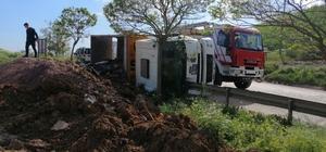 Hafriyat yüklü belediye kamyonu devrildi: 1 yaralı