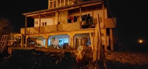 İftarı beklerken yaslandıkları balkon duvarı devrildi: 3 yaralı