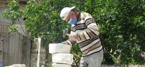 Suriyeli Abdülvahit ekmeğini taştan çıkarıyor Komşusunun tavsiyesi ile taşlardan tepsi yaparak ailesini geçindirmeye başlayan Abdülvahit Gıbeyş, artık bu işi meslek edindiğini söyledi