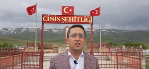 Cinis şehitliğinden anlamlı cevap Atatürk Üniversitesi Aşkale MYO Müdürü Prof. Dr Mutlu Kundakçı kendi köyünde Cinis Şehitliği den Ermenilerin yaptığı vahşeti anlatarak Tarihi incelemeler için tarihçileri incelemeler yapmak için Cinis'e davet etti