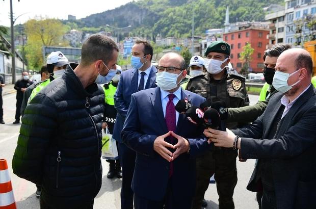 """Doğu Karadeniz'de vaka sayıları düşüyor Vali Ustaoğlu'ndan rehavet uyarısı Trabzon Valisi İsmail Ustaoğlu: """"İlimizde vaka sayıları düşüyor bu bizleri sevindiriyor ama bunun bizleri rehavete sürüklememesi lazım"""""""