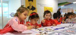 Büyükşehir'in gündüz bakım evinde eğitimler başladı Muğla Büyükşehir Belediyesi tarafından kurulan Emin Eller Gündüz Bakımevi, 2021-2022 eğitim öğretim yılı kapsamında 25-66 aylık çocuklara gelişim dönemlerine uygun eğitimler vermeye başladı.