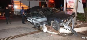 İzmir'de nefes kesen kovalamaca: Polis otosuna çarpıp kazaya sebebiyet veren şüpheli gözaltında Polisten kaçan şüpheli araç ortalığı birbirine kattı: 1 polis yaralandı