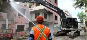 Körfez'deki hasarlı binalar yıkılıyor