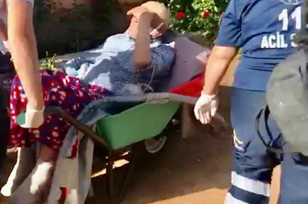 112 çalışanlarının hasta kurtarma mücadelesi Yol kapalı olunca yaşlı adam, el arabasıyla 300 metre uzaklıktaki ambulansa taşındı