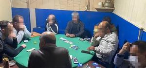 Pandemiye rağmen kumar oynamanın cezası ağır oldu Kumar oynayan 9 kişiye 28 bin 350 TL ceza kesildi