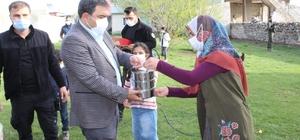 """Diyadin'de """"Çatkapı"""" projesiyle iftar yemekleri vatandaşların evlerine ulaştırılıyor"""