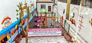 Malatya'da atıl alan sosyal tesise dönüştürüldü Malatya'da atıl durumdaki 300 metrekarelik aarazide muhtar evi, kütüphane ve çocuk oyun alanı yapıldı