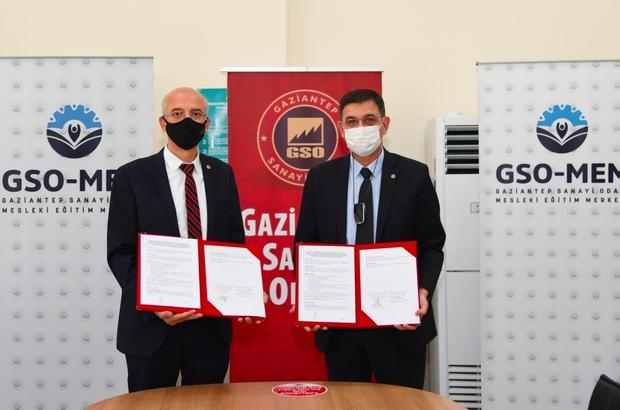 Üniversite öğrencilerine mesleki nitelik kazandıracak protokol GSO ile GAÜN Naci Topçuoğlu Meslek Yüksekokulu arasında mesleki eğitimde iş birliğini öngören protokol imzalandı