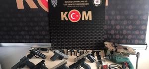 Evini silah imalathanesine çeviren şüpheli yakalandı İzmir'de yasadışı silah imalatı ve uyuşturucu operasyonundan 2 kişi gözaltına alındı