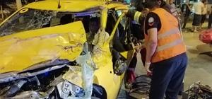 Kamyonete çarptı, araç içerisinde sıkıştı