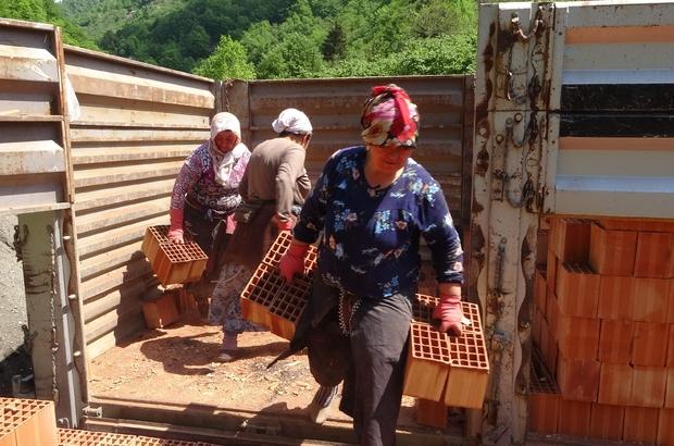 Onların ne Anneler ne de Kadınlar Günü var Trabzon'da yıllardır kamyonlardan tuğla boşaltarak aile bütçelerine katkıda bulunan kadınlar için özel günlerin hiç bir önemi yok Tek dertlerini aile bütçelerine destek olmak