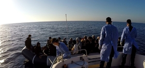 Çanakkale açıklarında 53 düzensiz göçmen kurtarıldı