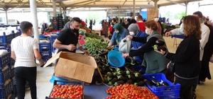 Kütahya'da 10 ayrı noktada pazar kuruldu, tedbirler alınarak açıldı