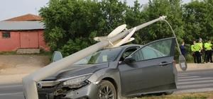 Elazığ'da otomobilin, çarptığı direk devrildi:1 yaralı