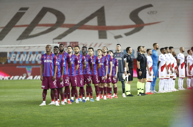 Süper Lig: Trabzonspor: 1 - Antalyaspor: 0 (İlk yarı)