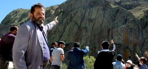 Köylüler dünyanın en büyük şelalesine talipler Köylerinde bulunan 250 metre uzunluğundaki kayanın üzerine yapay şelale isteyen Eskipolat Mahallesi sakinleri, proje  çizip en ince ayrıntısına kadar düşündüler